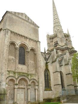 Luçon - Cathédrale Notre-Dame - Façade romane du bras nord du transept et clocher