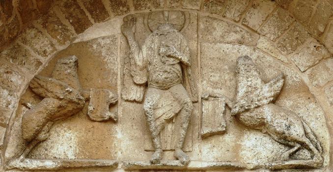 Luçon - Cathédrale Notre-Dame - Façade romane du bras nord du transept - Détail du tympan du portail