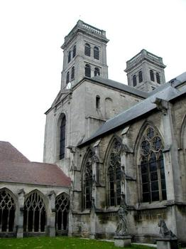 Cathédrale Notre-Dame de Verdun.Cloître et tours