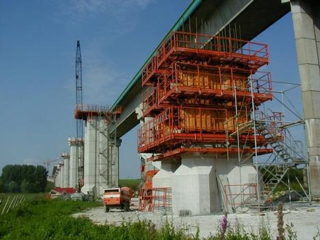 Deuxième Pont Jules Verne à Amiens (2002). Vue d'ensemble avec coffrage pile