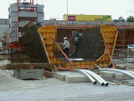 Deuxième Pont Jules Verne à Amiens (2002). Préfabrication des armatures du U inférieur du tablier