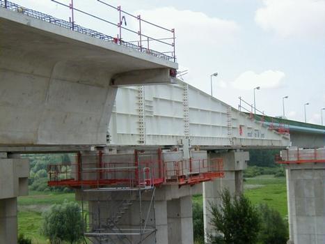 Deuxième Pont Jules Verne à Amiens (2002). Avant-bec