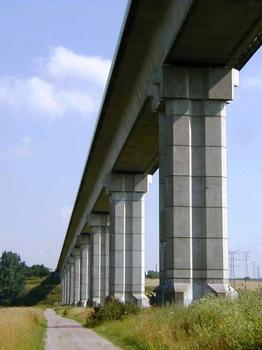 Amiens - Viaduc Jules-Verne (1987) - La piste de chantier le long de l'ouvrage