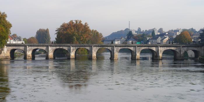 Châtellerault - Pont Henri IV vu du pont Camille-de-Hogues