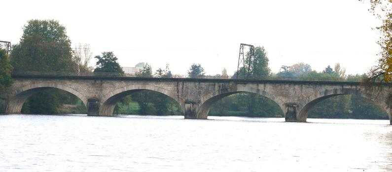 Eisenbahnlinie Paris-Bordeaux (über Orléans) – Eisenbahnviadukt Châtellerault (flußaufwärts)