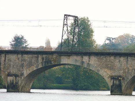 Eisenbahnviadukt Châtellerault (flußaufwärts)