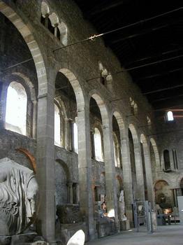 Eglise Saint-Pierre à Vienne Elévation des murs et charpente du toit