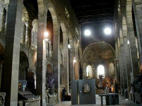 Eglise Saint-Pierre à Vienne Nef vers l'abside