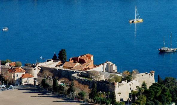 Villefranche-sur-Mer (Alpes-Maritimes): La citadelle Saint-Elme vue du fort du mont Alban
