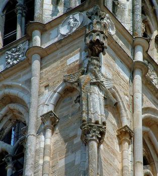 Saint-Père - Eglise Notre-Dame - Tour - Détail - Ange sonnant de la trompe