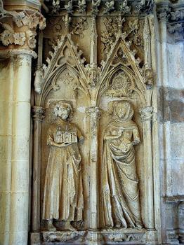 Saint-Père - Eglise Notre-Dame - Porche - Les fondateurs de l'église Girard de Roussillon et sa femme Berthe