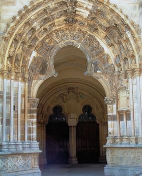 Saint-Père - Eglise Notre-Dame - Façade - Portails centraux du porche et de l'église