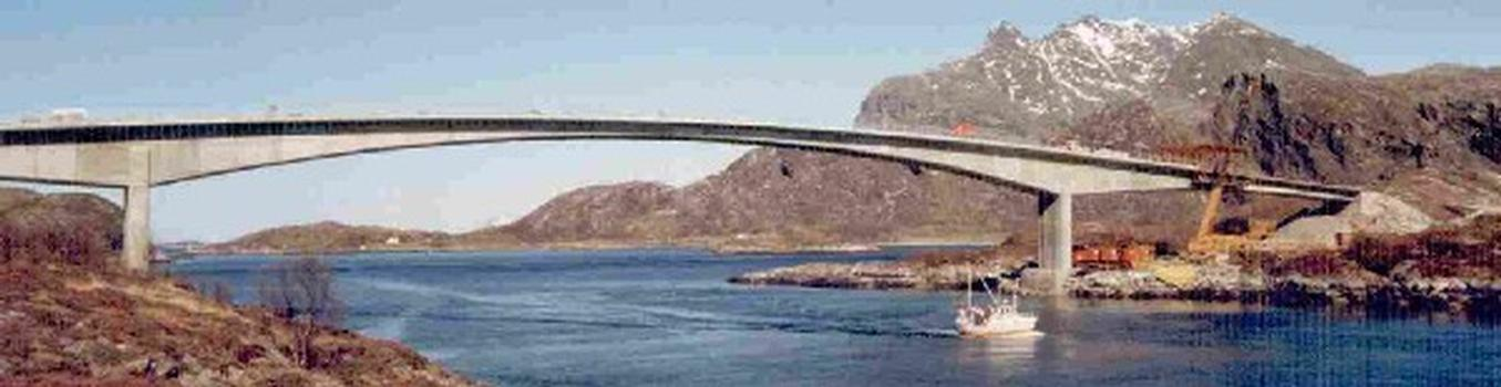 Aakviksundet Bru, Norway
