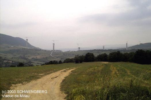 Millau-Viadukt im Bau