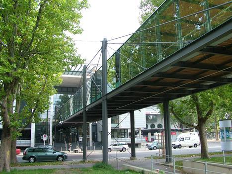 Brücke zwischen Parkhaus und Gottlieb-Daimler-Stadion in Stuttgart