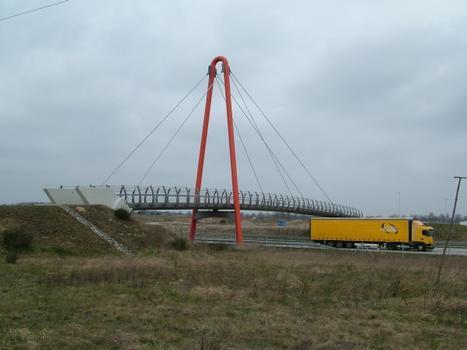 Fuß- und Radwegbrücke über die A 12