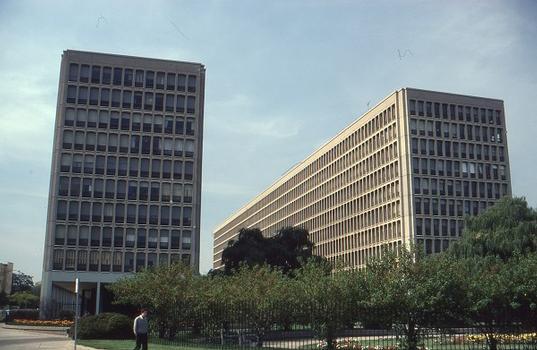 University Gardens Apartments / Hyde Park