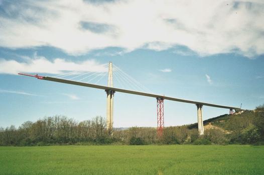 Viaduc de Millau Vue du tablier nord achevé, longueur 717 mètres