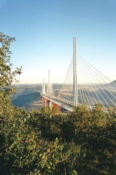 Viaduc de MillauLes mâts sont tous haubanés