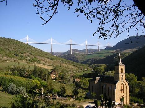 Der Millau-Viadukt von Peyre aus gesehen