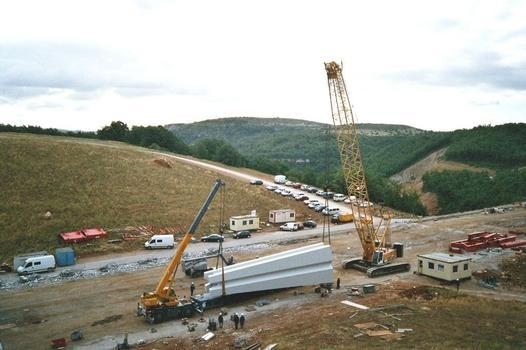 Millau-Viadukt  Aufladen des Pylonenkopfes für P2.