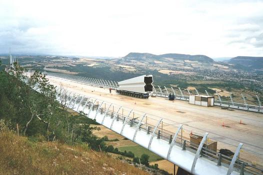 Millau-Viadukt  Pylonenkopf auf dem Weg zum P2, wo er angescheißt wird.