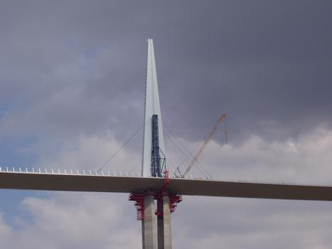 Millau-Viadukt  Montage des Pylons P5