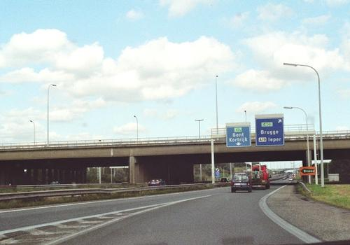 Autobahnkreuz Aalbeke (Kortrijk) wo die A 17 (E 403) die E 17 (A 14) kreuzt