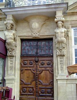 L'hôtel d'Agut, reconstruit en 1675, occupe un coin de la place des Prêcheurs à Aix-en-Provence