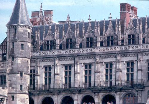 Détail de la façade, côté Loire, du château d'Amboise