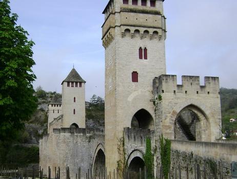 Le pont Valentré, sur le Lot, à Cahors