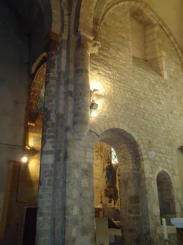 L'intérieur de l'église abbatiale St-Pierre de Carennac (Lot)