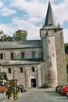 La tour et la nef de l'église romane de Celles (commune de Houyet - province de Namur)