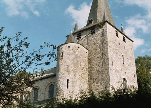 Le clocher de l'église romane de Celles (commune de Houyet)
