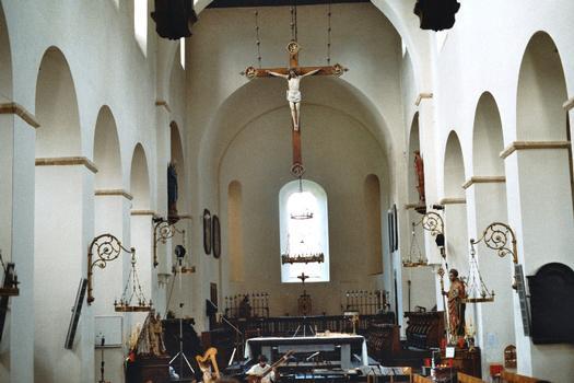 L'intérieur de l'église de Celles (commune de Houyet)