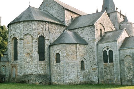 Le chevet de l'église de Celles (commune de Houyet)