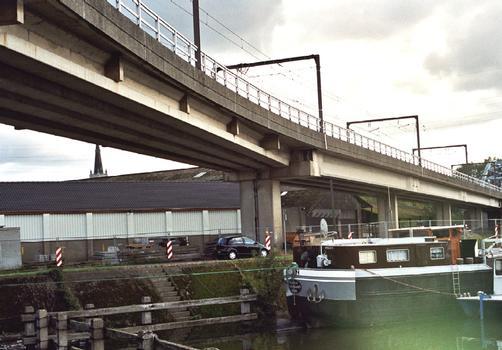 Charleroi Light Rail - viaduct along the N90 at the entrance to Monceau-sur-Sambre