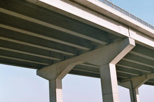 Détail des piles du viaduc de Couillet (au sud de Charleroi)
