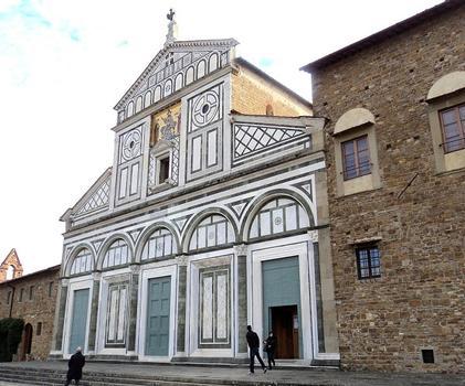 La façade de style roman de l'église San Miniato al Monte, à Florence, construite en 1018 sur la tombe de saint Minias et très bien préservée