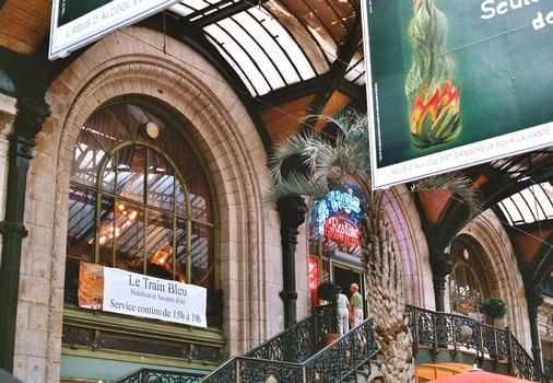 L'entrée du restaurant art déco Le Train Bleu à la gare de Lyon (Paris 12e)