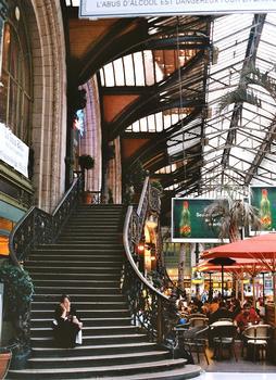 L'escalier de l'entrée du restaurant Le Train Bleu, gare de Lyon à Paris