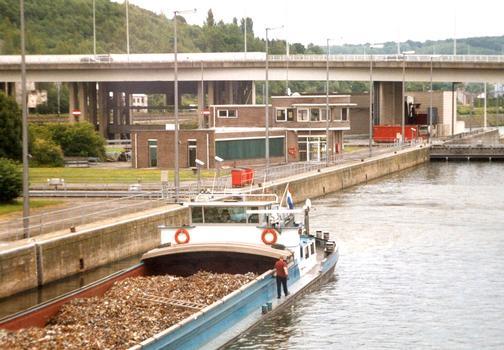 Komplex der Grands-Malades in Namur, Belgien:  Schleuse und Schleusenhaus, Damm und Brücke