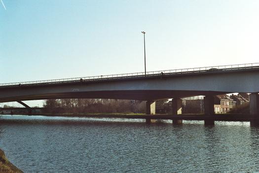 Autobahnbrücke (E 17/ A14) über den Bossuit-Kortrijk-Kanal in Harelbeke