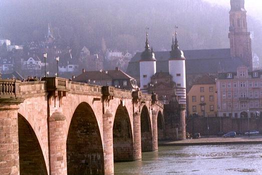 Le pont Karl-Theodor (Alte Brücke) sur le Neckar à Heidelberg