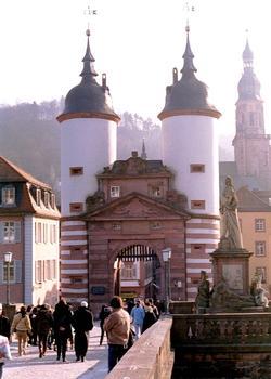 La porte du vieux pont (Brückentor) à Heidelberg