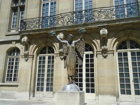 Les bâtiments de l'Hôtel Carnavalet, autour de son jardin intérieur (Paris 3e)