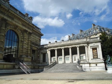 Le palais Galliera, actuellement musée de la mode (en rénovation), rue Pierre-I-de-Serbie (Paris 16e)