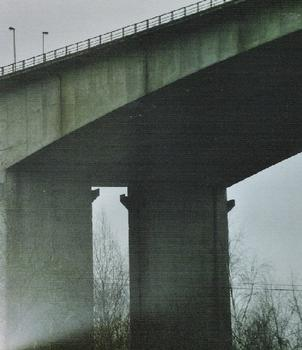 Détail d'une pile du viaduc de Huccorgne, sur l'E42 (province de Liège)