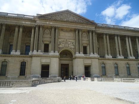 Le Louvre, la façade de Perrault (17e siècle)