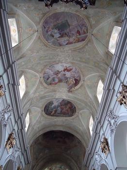 L'intérieur baroque de la Mariahilferkirche, à Vienne